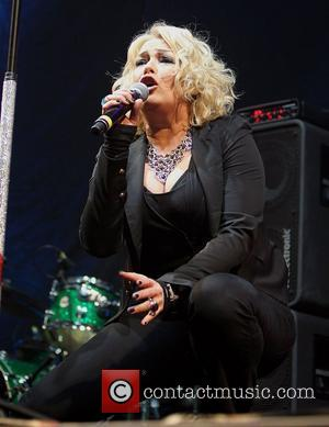 Kim Wilde's Drunken Tube Sing Song Becomes Internet Sensation (Video)