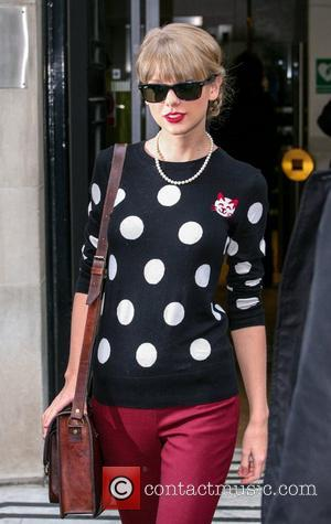 Taylor Swift Lights Up London Mall For Christmas