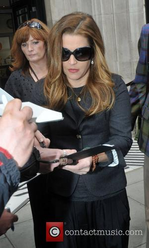 Lisa Marie Presley Reluctant To Send Kids To School