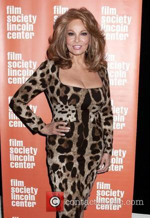 Raquel Welch Urges Stars To Hit The Beach: 'Sunshine Is Good For You'