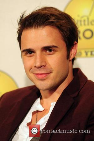 Kris Allen Recovering From Wrist Surgery