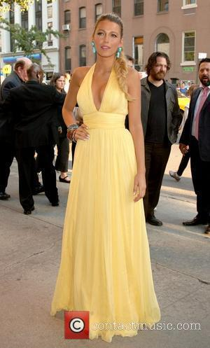 Blake Lively Wears Yellow At Premiere To Honour Stone's Vision