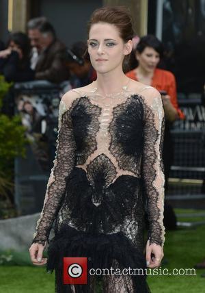 Kristen Stewart Delivers 'Bravehearty' Speech In 'Snow White'