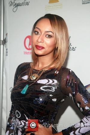 Keri Hilson Passes Out On Plane
