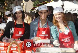 Booboo & Fivel Stewart, Sarah Drew,  at the Los Angeles Mission's Thanksgiving for skid row homeless at the Los...