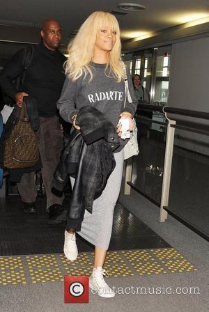 Rihanna Checks Into Same Hotel As Zac Efron