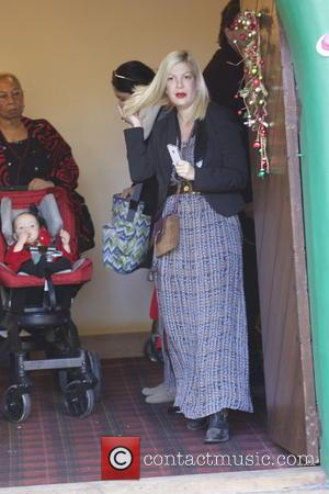 After Car Breakdown Tori Spelling Stranded With Her Four Kids... And Dog