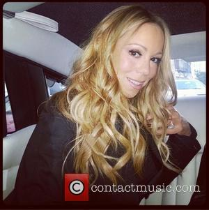 Mariah Carey tweets this pic with the...