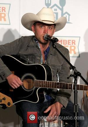 Justin Moore Recovering From Eye Injury