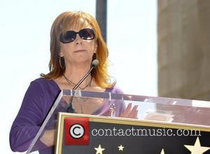 Reba Sides With Bush In Dixie Chicks Controversy