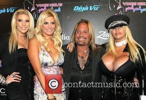 Vince Neil In Nasty Stage Tumble