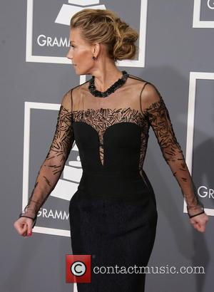 Faith Hill Braces' Become Unlikely Talking Point Of Grammy Awards 2013 (Pictures)