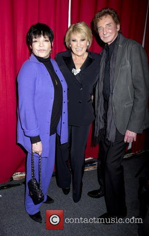 Liza Minnelli, Barry Manilow and Lorna Luft - Liza Minnelli and Barry Manilow visit Lorna Luft backstage at Birdland -...