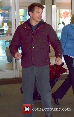 John Barrowman - John Barrowman at Vancouver Airport - Vancover, Canada - Tuesday 19th February 2013