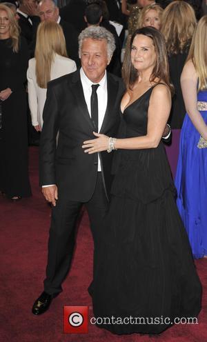 Dustin Hoffman And Kiefer Sutherland Back Piers Morgan On Gun Control