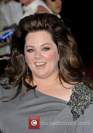 Melissa Mccarthy Falls On Snl But Recovers With Style