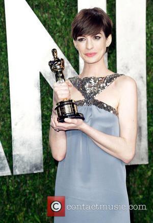 Les Miserables Star Amanda Seyfried Caused Anne Hathaway's Oscars Dress Drama