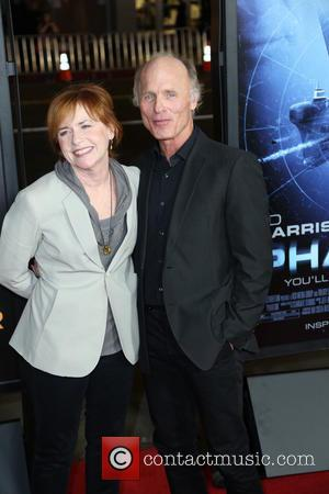 Amy Madigan and Ed Harris - Los Angeles premiere of 'Phantom' at the Chinese Theatre - Arrivals - Los Angeles,...