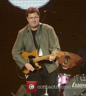 Vince Gill Serenades Engaged Couple During Grand Ole Opry Soundcheck