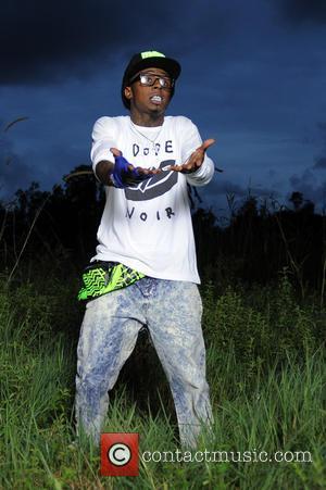 Lil Wayne - Rapper LIL WAYNE Aides dsimiss near death...