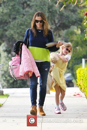 Jennifer Garner and Violet Affleck - Jennifer Garner collects her daughter Violet from school - Los Angeles, Californa, United States...