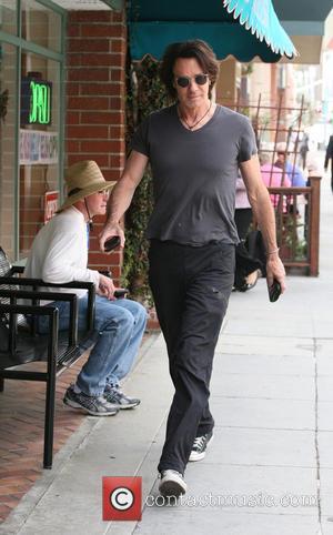 Rick Springfield Suffers Second Degree Burns After Hot Tea Incident
