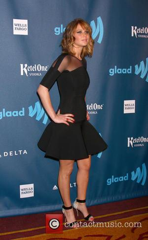 Jennifer Lawrence Chops Hair Off For Glaad Awards, Internet Explodes [Pictures]