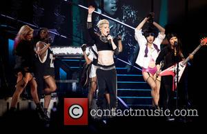 Pink Axes U.k. Concert Due To Ear Infection