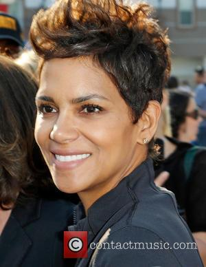 Halle Berry Lands Lead Role In Cbs Drama 'Extant'