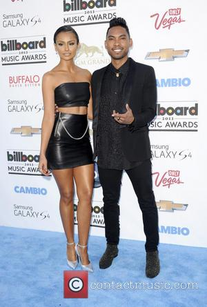 Miguelmania's Gonna Run Wild On You! Miguel Leg Drops Fan At Billboards