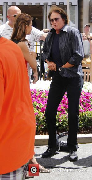 Bruce Jenner - Extra At The Grove