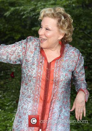 Bette Midler: 'Dennis Farina Was One Of A Kind'