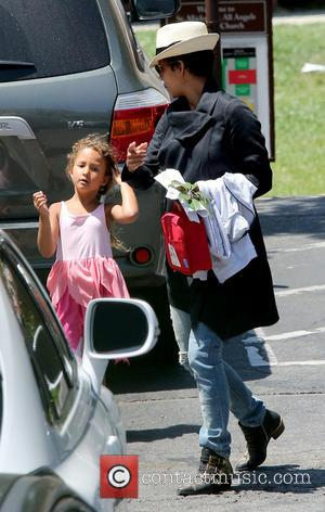 Halle Berry - Halle Berry collects her daughter from school