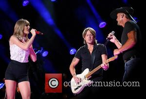 It's Back To Basics As Taylor Swift Rocks Cma With Tim Mcgraw And Keith Urban