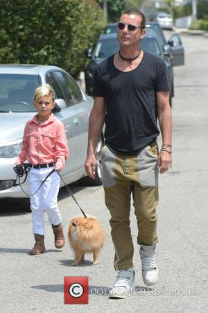 Gavin Rossdale and Kingston Rossdale - Gwen Stefani and Gavin Rossdale head to a birthday party held at Jessica Alba's...