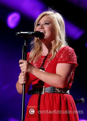 Kelly Clarkson Jetted To Peru For Fair Trade Campaign
