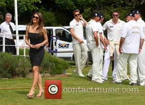 Elizabeth Hurley Kevin Pietersen - Kevin Pietersen stares at Elizabeth Hurley as she walks past during Cricket for Kids Day...