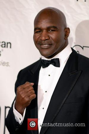 Evander Holyfield Feeds Homeless In Scotland