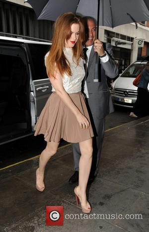 Isla Fisher - Isla Fisher arriving Kiss FM