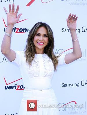 Jennifer Lopez Wants Scooter Braun On American Idol - Report