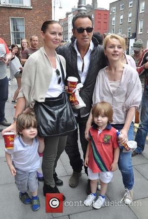 Bruce Springsteen - Bruce Springsteen greets fans outside the posh Merrion Hotel - Dublin, Ireland - Saturday 27th July 2013