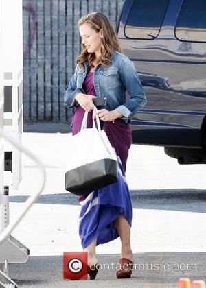 Jennifer Garner - Jennifer Garner on the movie set of