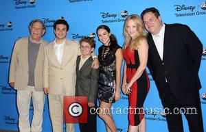 George Segal, Troy Gentile, Sean Giambrone, Hayley Orrantia, Wendy Mclendon-covey and Jeff Garlin