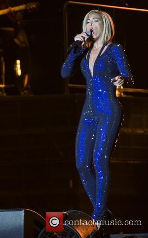 Beyoncé Maintains Blonde Bob At V Festival