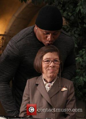 LL Cool J and Linda Hunt - NCIS Los Angeles 100th episode cake cutting event Held At Paramount Studios -...