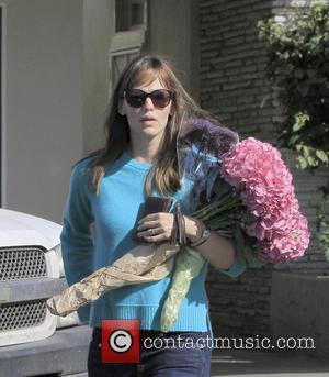 Jennifer Garner - Jennifer Garner pictured after buying flowers at the Farmers Market - Brentwood, CA, United States - Sunday...