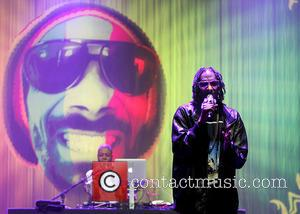 Snoop Dogg Enjoys On Stage Lap Dance At Bestival
