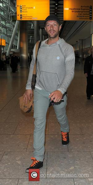 Chris Martin - Chris Martin arriving at Heathrow Airport on a flight from Los Angeles - London, United Kingdom -...