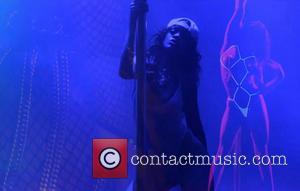 Rihanna - RIHANNA POLE DANCES IN NEW VIDEO
