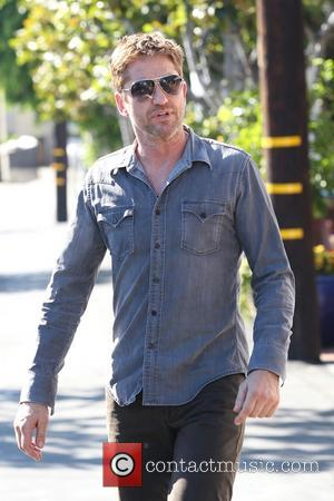 Gerard Butler - Gerard Butler leaving Fred Segal on Melrose in West Hollywood - Los Angeles, CA, United States -...
